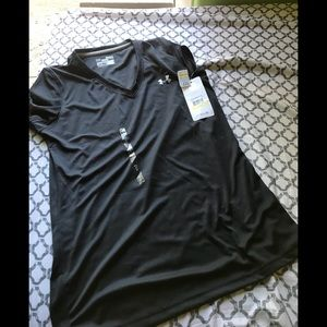 NWT Under Armour semi fitted top